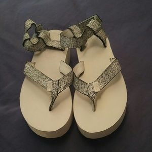 Women's Teva Platform Flatform sandal. White Black